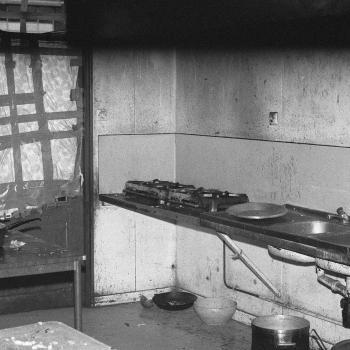 Cuisine du foyer Porte de la Villette (années 1980).